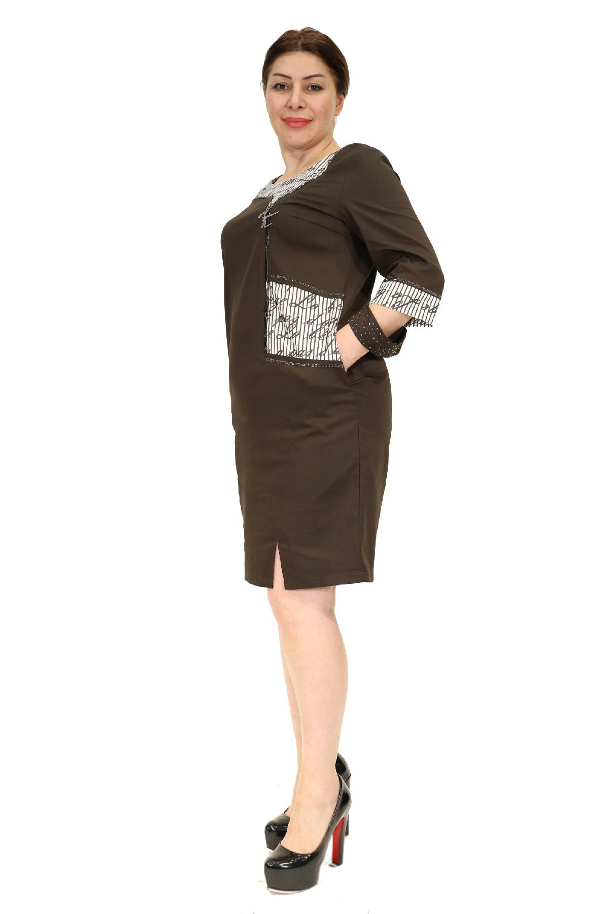 Elegant dress with sleeves 3/4 and in front zip
